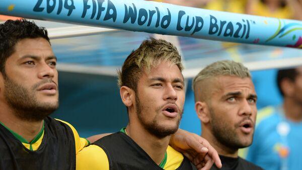 Игроки сборной Бразилии Халк, Неймар, Дани Алвес - Sputnik Таджикистан
