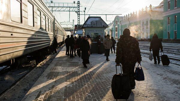 Пассажиры на станции, архивное фото - Sputnik Тоҷикистон