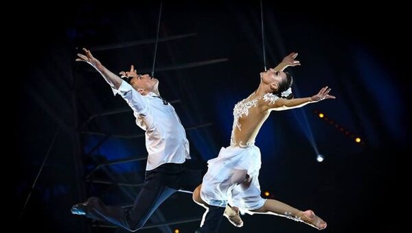 Дуэт воздушных гимнастов Sky Angels из Узбекистана - Sputnik Таджикистан