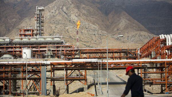 Завод на месторождении природного газа в Иране, архивное фото - Sputnik Таджикистан