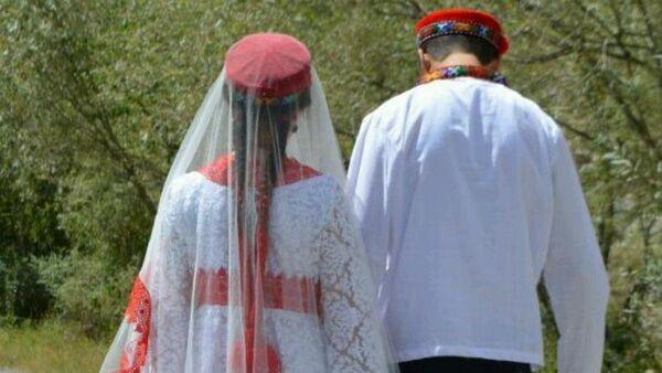 Жених и невеста на свадьбе, архивное фото - Sputnik Таджикистан