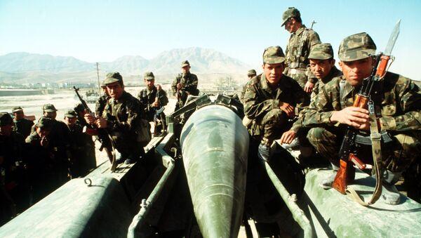 Советские солдаты в Афганистане, архивное фото - Sputnik Тоҷикистон