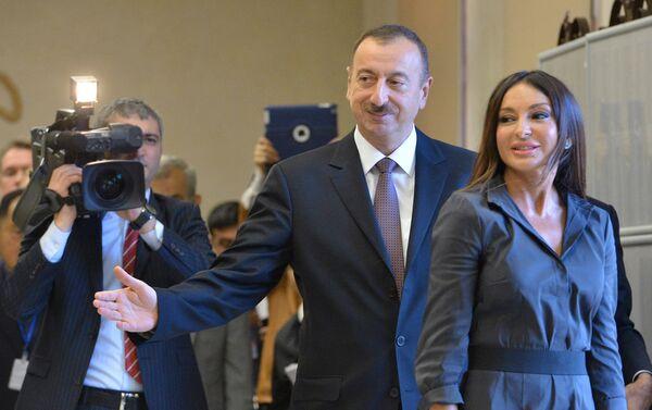 Действующий президент Республики Азербайджан Ильхам Алиев с супругой Мехрибан, архивное фото - Sputnik Таджикистан
