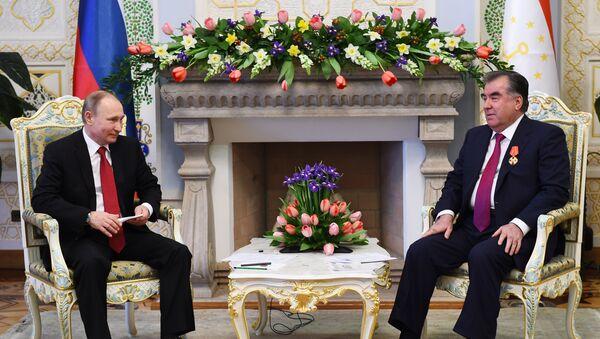 Президент России Владимир Путин и президент Таджикистана Эмомали Рахмон - Sputnik Тоҷикистон