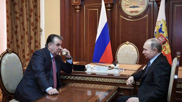 Президент РФ Владимир Путин и глава Таджикистана Эмомали Рахмон - Sputnik Тоҷикистон