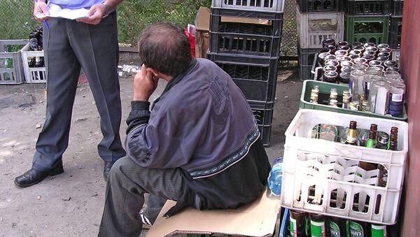 Суррогатный алкоголь - Sputnik Таджикистан