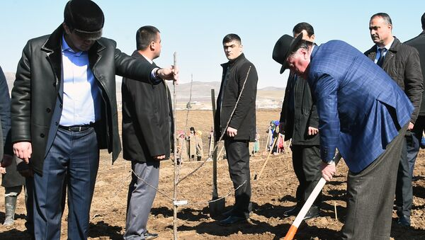 Президент Таджикистана Эмомали Рахмон и мэр Душанбе Рустам Эмомали - Sputnik Таджикистан