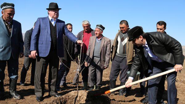 Президент Таджикистана Эмомали Рахмон и мэр Душанбе Рустам Эмомали - Sputnik Тоҷикистон