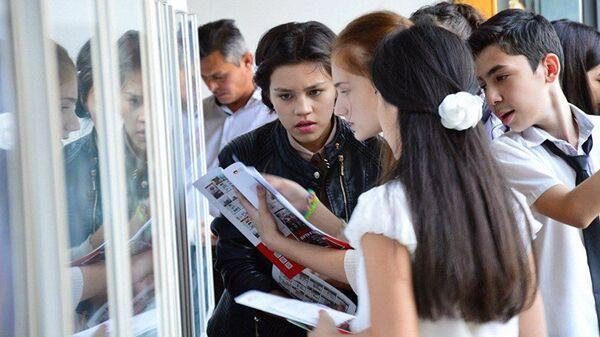 Узбекские школьники, архивное фото - Sputnik Таджикистан
