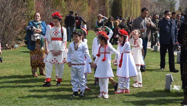 Навруз-2017: Праздник весны в центре исмаилитов Душанбе - Sputnik Таджикистан