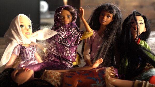 Жительница США начала выпускать хиджабы для Барби - Sputnik Таджикистан