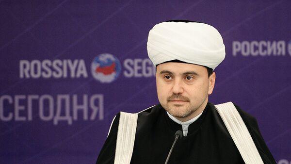 Первый заместитель председателя Духовного управления мусульман России Рушан Аббясов - Sputnik Тоҷикистон