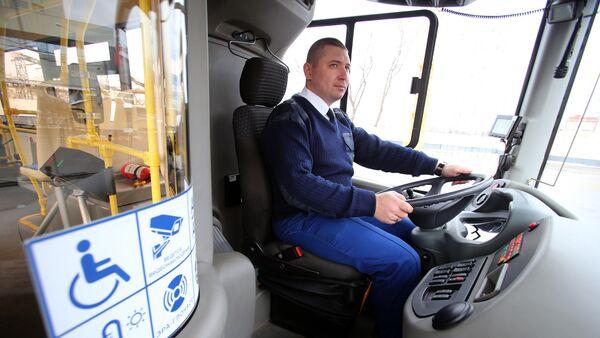 Водитель автобуса, архивное фото - Sputnik Таджикистан