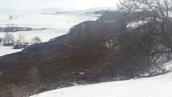 Сход лавины в Кыргызстане, архивное фото - Sputnik Таджикистан