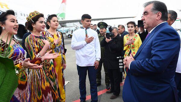 Гусели раисҷумҳур аз вилояти Суғд - Sputnik Тоҷикистон