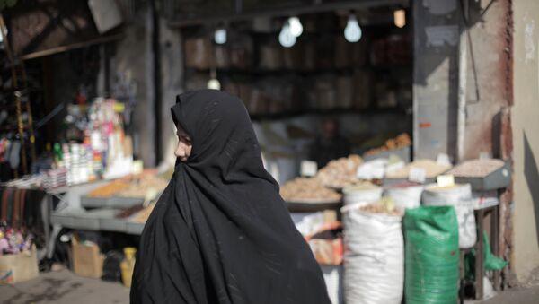 Женщина в хиджабе, архивное фото - Sputnik Таджикистан