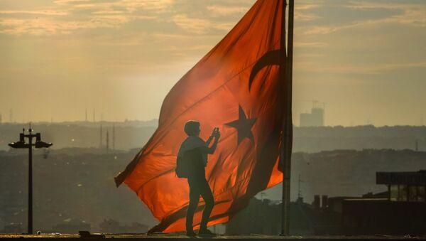 Флаг Турции в Стамбуле, архивное фото - Sputnik Таджикистан