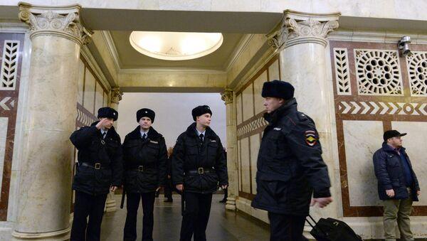 Меры безопасности в московском метро - Sputnik Таджикистан