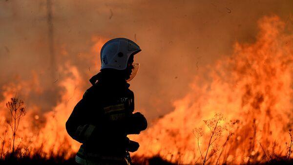 Пожарный, архивное фото - Sputnik Таджикистан