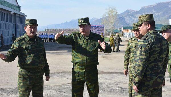 Министр обороны РТ Шерали Мирзо на полигоне Фахрабад, архивное фото - Sputnik Таджикистан