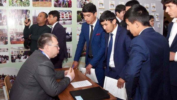 Выставка-ярмарка Российское образование Душанбе - 2017 - Sputnik Таджикистан