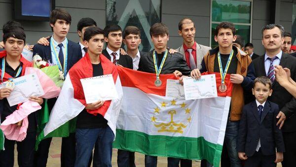 Таджикские школьники на международной олимпиаде INFOMATRIXASIA-2017 - Sputnik Тоҷикистон