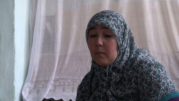 Мать задержанных по подозрению в организации терактов в Петербургском метро Аброра и Акрама Азимовых - Sputnik Таджикистан