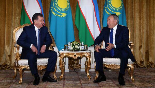 Президент Казахстана Нурсултан Назарбаев и глава Узбекистана Шавкат Мирзиёев - Sputnik Таджикистан