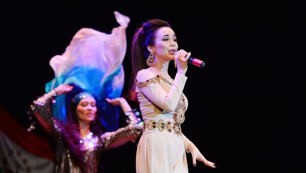С концерта таджикской певицы Зулайхо Махмадшоевой - Sputnik Тоҷикистон