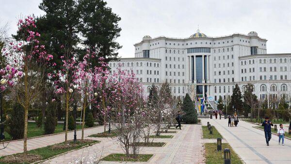Город Душанбе весной. Парк Рудаки, Национальная библиотека. - Sputnik Тоҷикистон