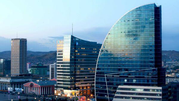 Центр столицы Монголии  Улан-Батор, вечером - Sputnik Таджикистан