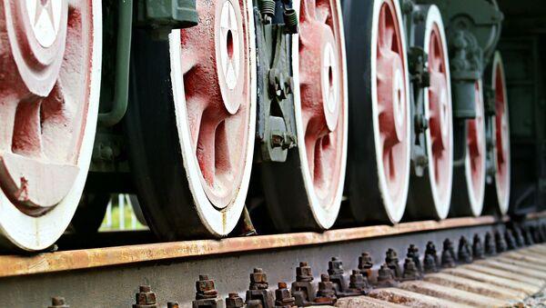 Колеса поезда на рельсах, архивное фото - Sputnik Таджикистан