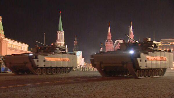 Кадры ночной репетиции парада Победы в Москве - Sputnik Таджикистан