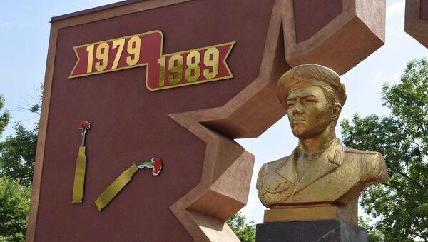 Открытие памятника А.Г. Мироненко в Душанбе  - Sputnik Тоҷикистон