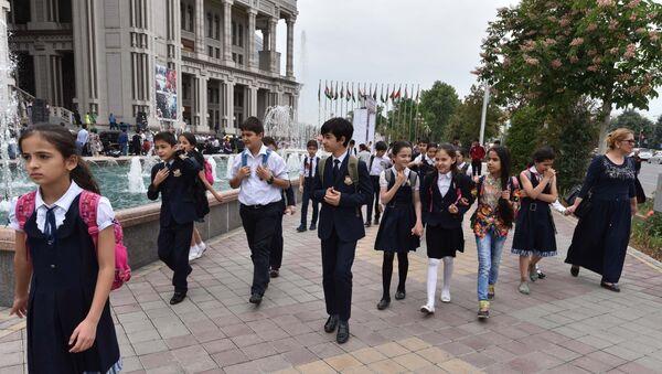 Школьники Душанбе - Sputnik Таджикистан