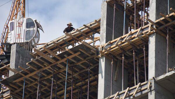 Строительство нового дома в Душанбе  - Sputnik Тоҷикистон
