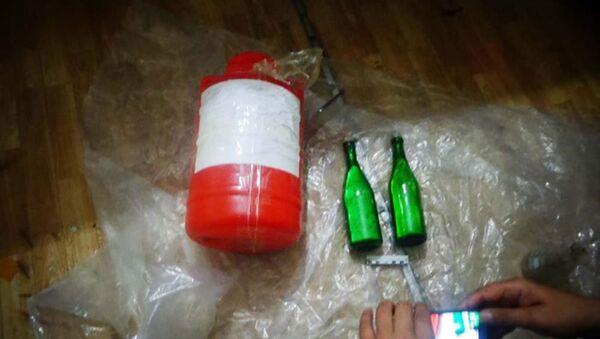 Пластиковые бутылки со ртутью, архивное фото - Sputnik Тоҷикистон