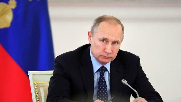 Президент РФ В. Путин провел совместное заседание Госсовета и Комиссии по мониторингу достижения целевых показателей социально-экономического развития страны - Sputnik Тоҷикистон