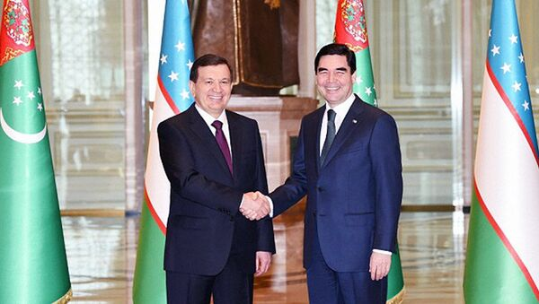Президент Узбекистана Шавкат Мирзиёев и глава Туркменистана Гурбангулы Бердымухамедов, архивное фото - Sputnik Таджикистан