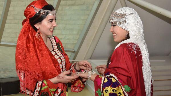 Национальный музей Таджикистана провел акцию Ночь в музее - Sputnik Тоҷикистон