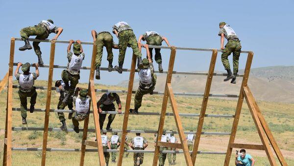 Силовики РФ и Таджикистана на международной Гонки героев в предгорьях Памира - Sputnik Таджикистан