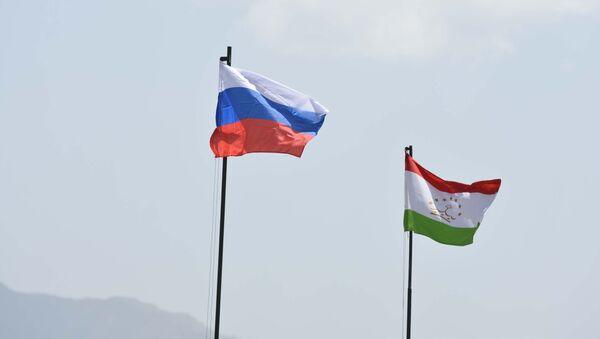 Флаги России и Таджикистана - Sputnik Тоҷикистон