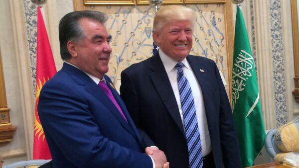 Президент Таджикистана Эмомали Рахмон и президент США Дональд Трамп - Sputnik Тоҷикистон