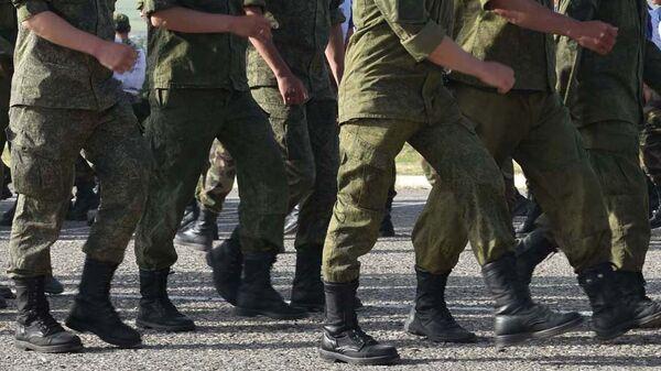 Солдаты маршируют, архивное фото - Sputnik Тоҷикистон