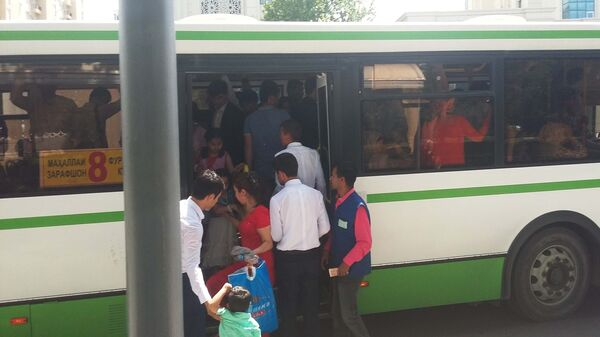 Автобус №8 в Душанбе, архивное фото  - Sputnik Тоҷикистон