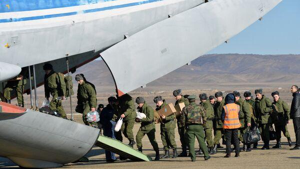 Призывники перед отправкой на военную службу, архивное фото - Sputnik Таджикистан