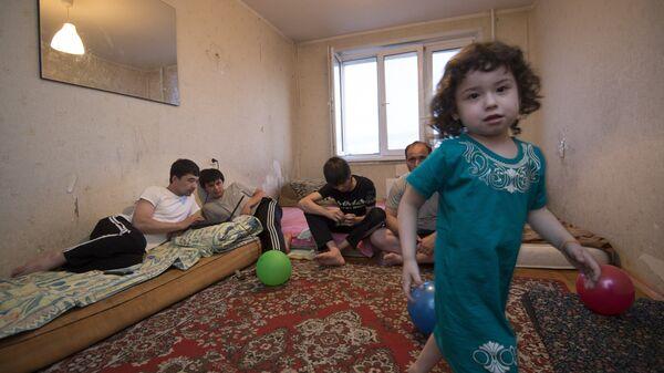 Семья мигрантов из Таджикистана - Sputnik Таджикистан