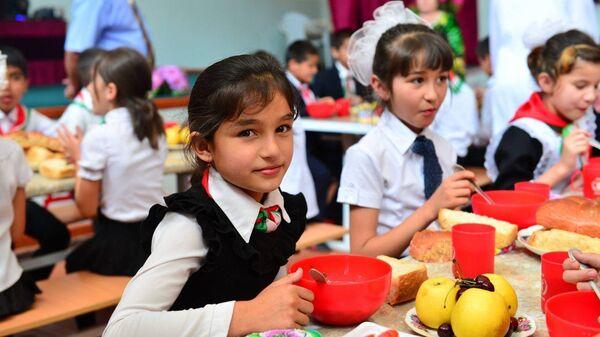 Дети в школьной столовой, архивное фото - Sputnik Таджикистан