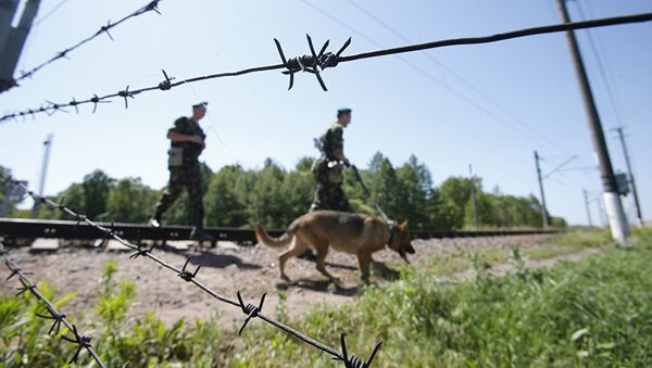 Пограничники на службе, архивное фото - Sputnik Таджикистан