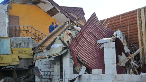 Ураган разрушил крыши домов, архивное фото - Sputnik Тоҷикистон